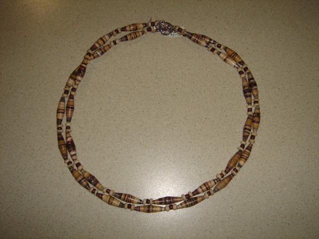 Collar de 2 hilos con cuentas de papel y madera