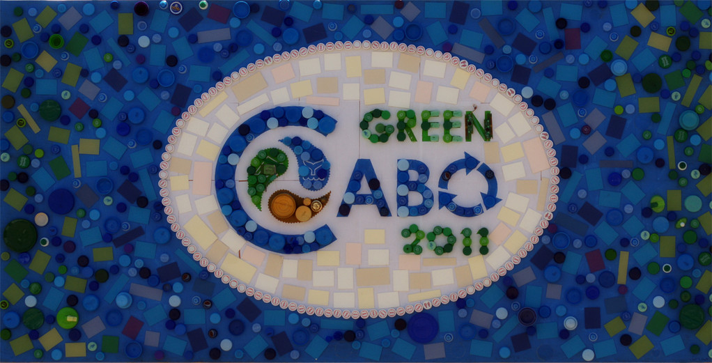 Collage de reciclado realizado por la artista Luzan Quintero