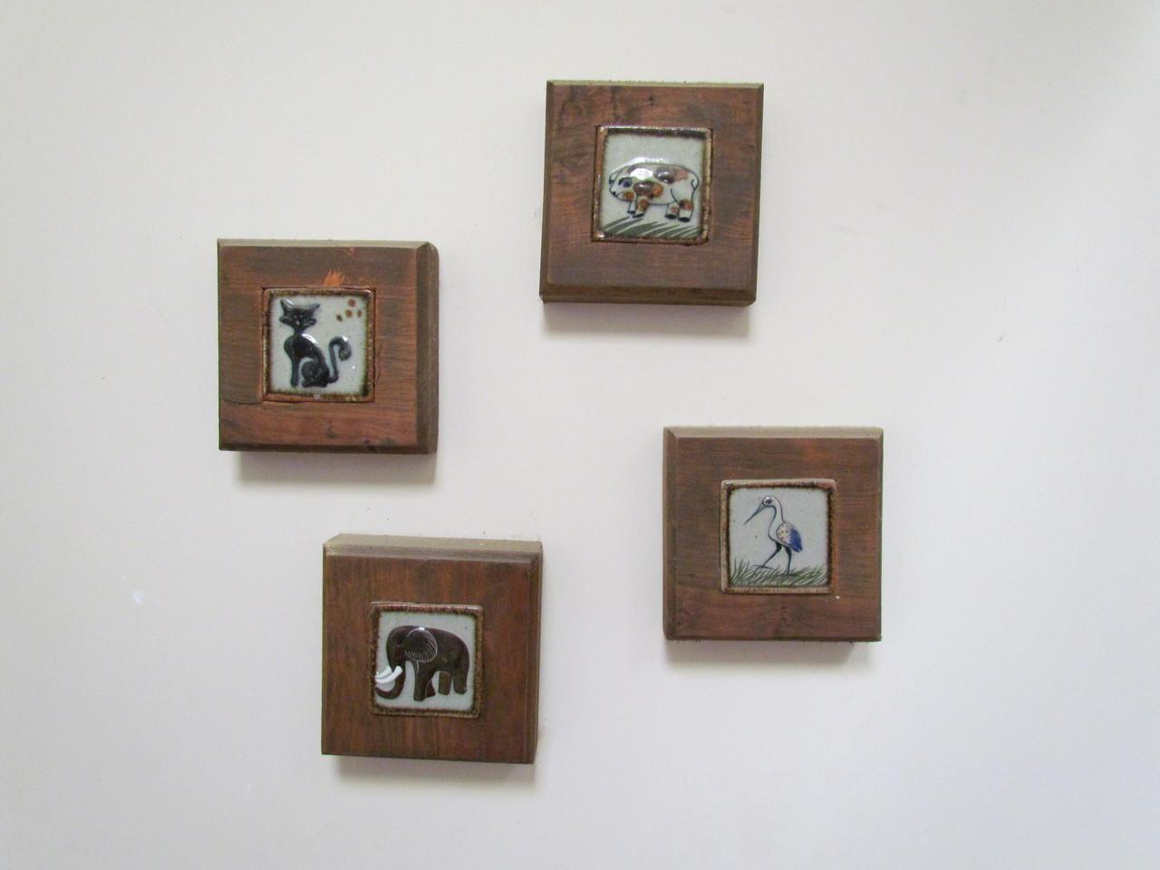 Marcos reutilizando madera con azulejos artesanales