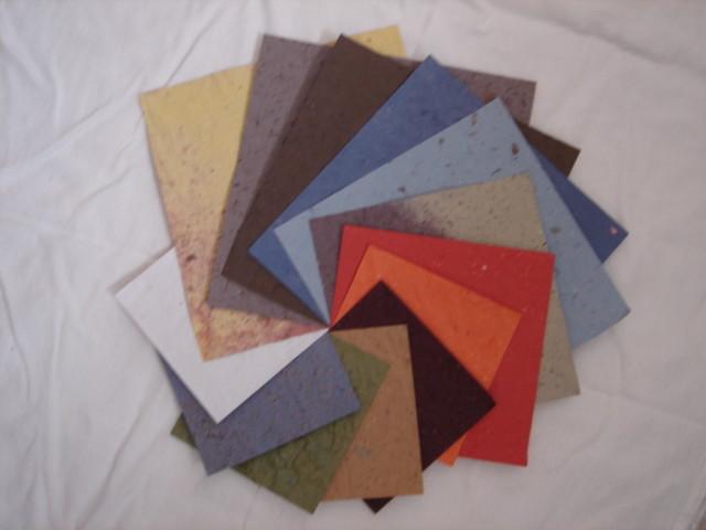 Papel y Cartón reciclado artesanal en: sobres, carpetas, tarjetas, hojas y pliegos,