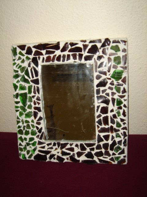 Marco de Yeso con incrustaciones de vidrio