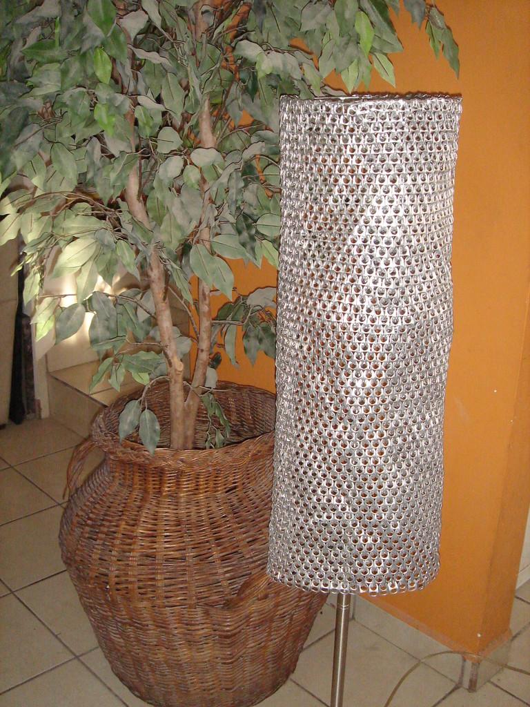 Lámpara con Broches de Latas de Aluminio
