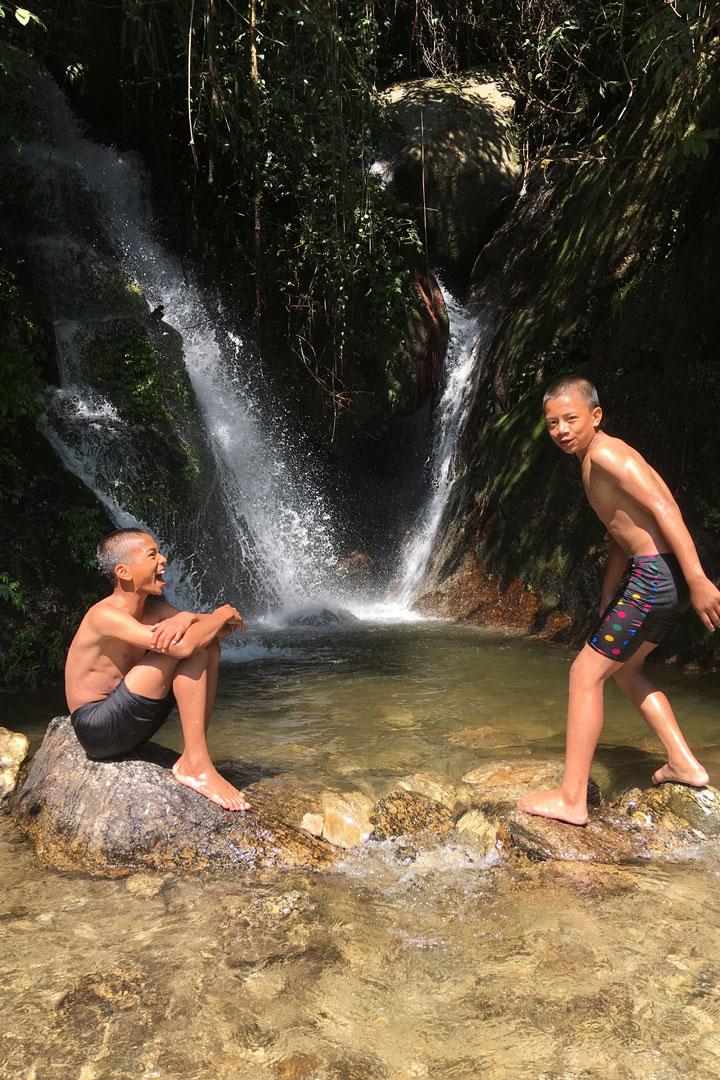 Badespaß am Wasserfall