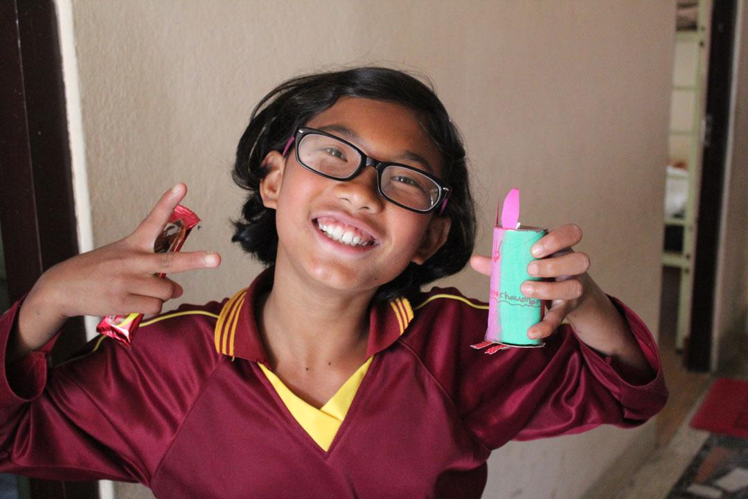 Schokolade!!! Bhawana hat ihren Hasen gefunden.