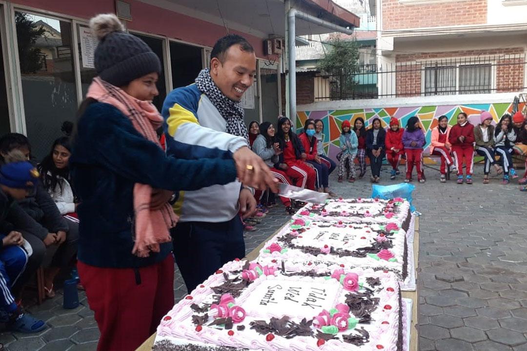 Bei der Feier in unserem Haus mit allen Kindern, gab es Torte für alle.