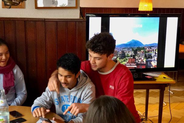 Prakash und Anton bei einem ihrer vorbereiteten Sketche