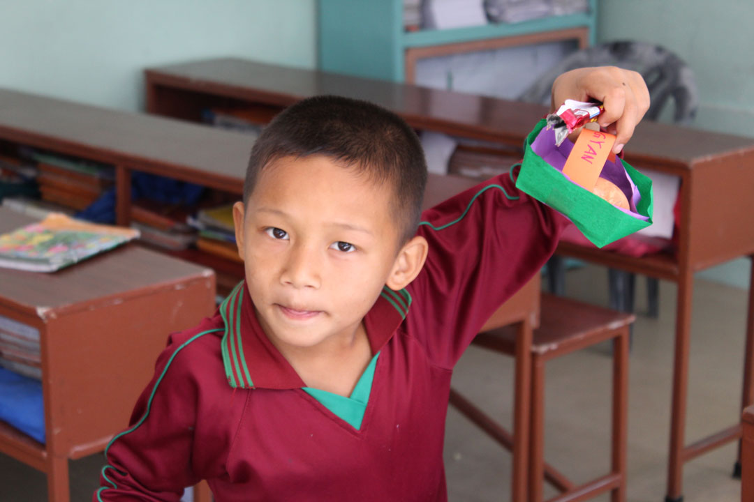 Bigyan mit seinem Osterkörbchen.