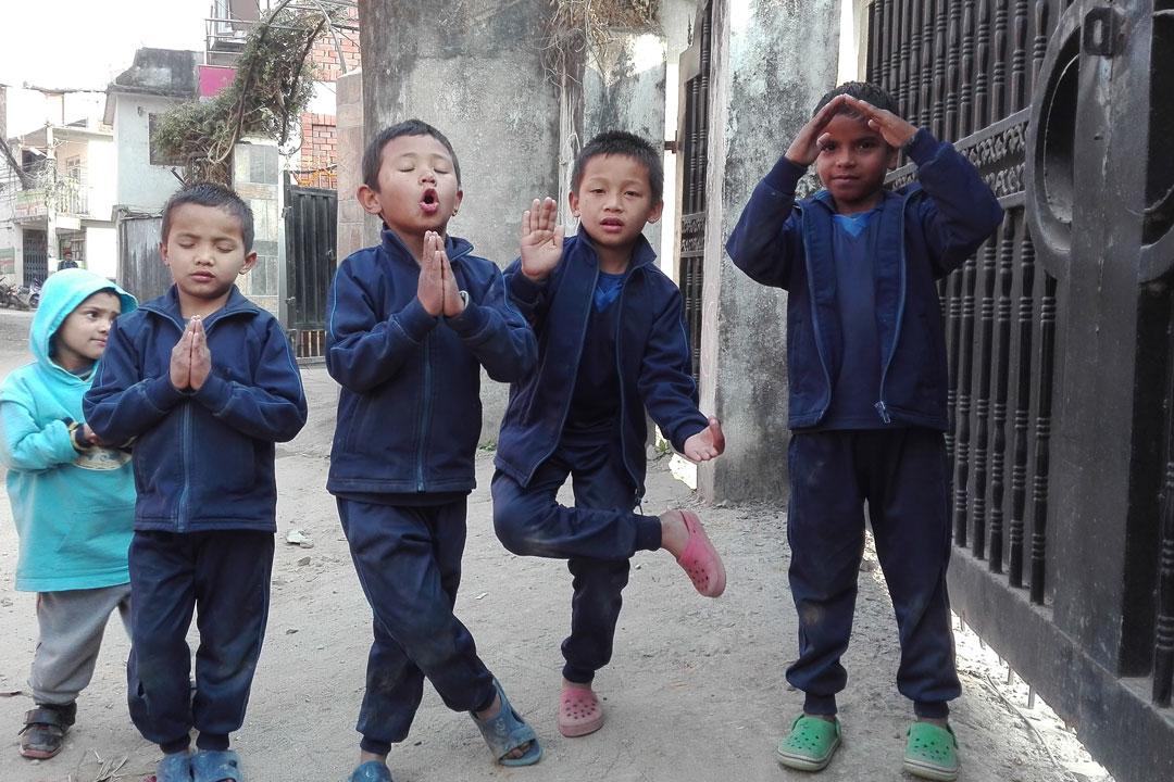 Eine Aufgabe dabei: Nepal in einem Foto darstellen. Hier Devi, Subendra, Parash, Bigyan und Sarab Narayan.