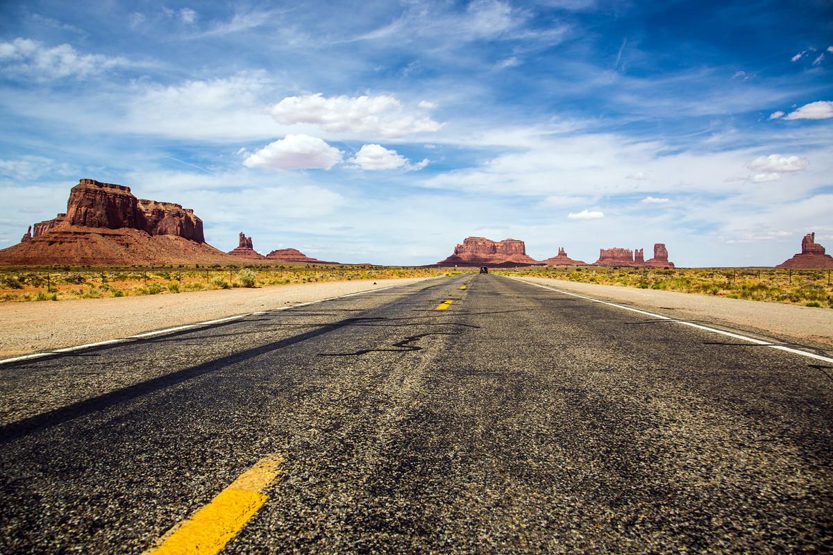 Highway, Monument Valley, Utah, USA