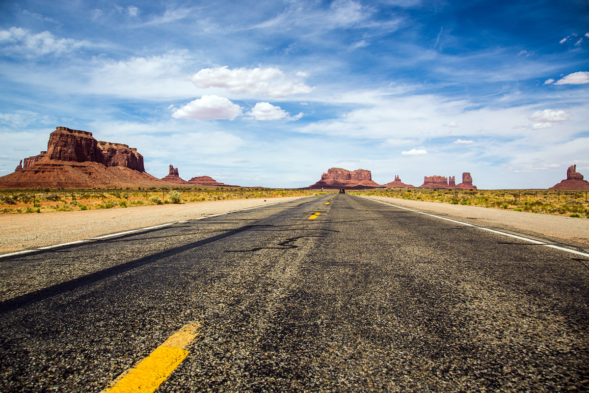 Highway, Monument Valley, Utah, USA (C6)