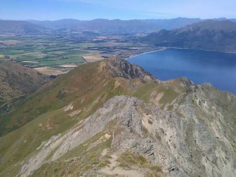 Following the ridge down to the lake