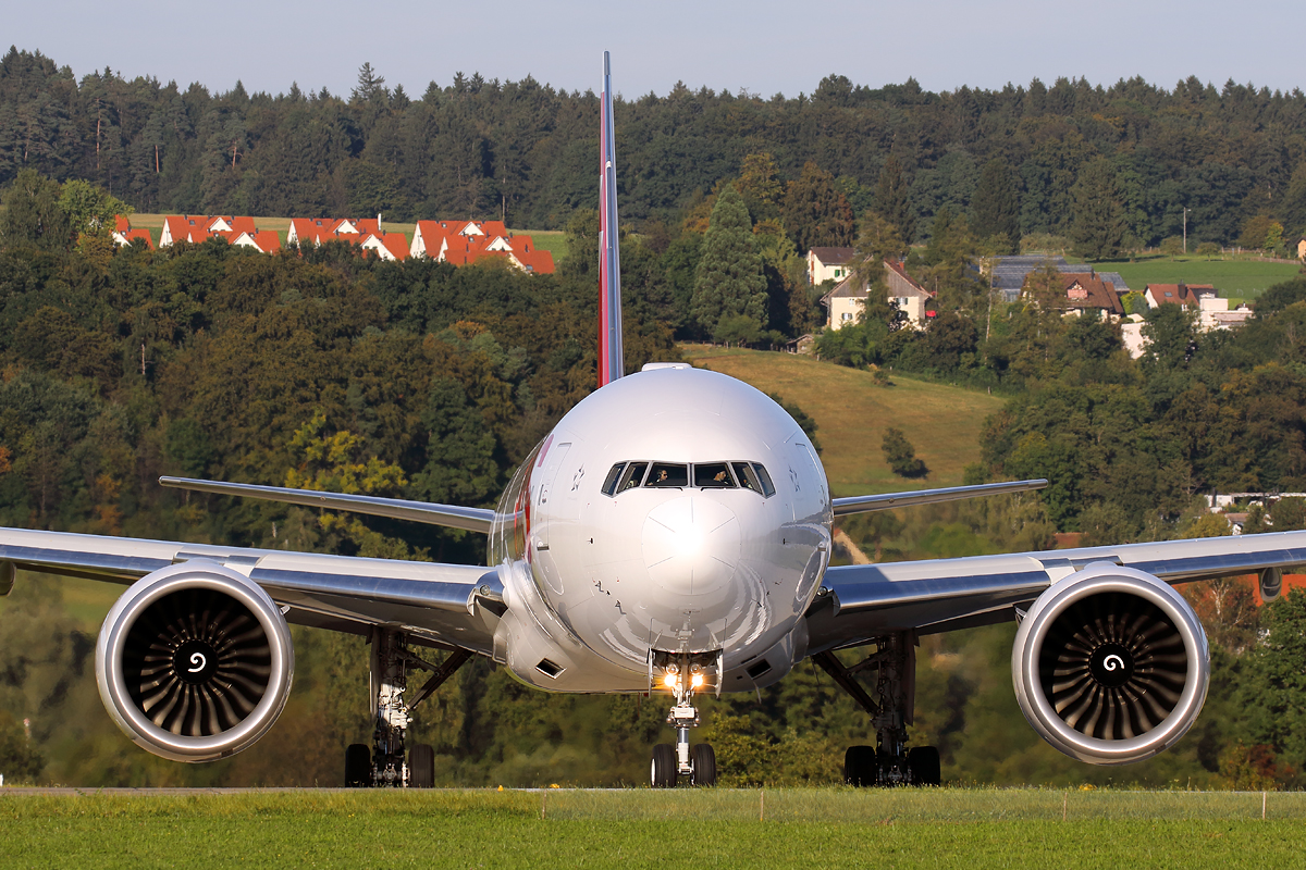 Line-up, Swiss Boeing 777, Zürich-Kloten, Switzerland