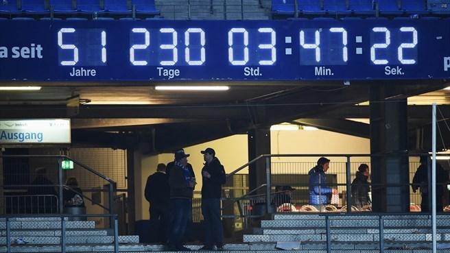 Cartel en el estadio del Hamburgo que señala que nunca descendieron