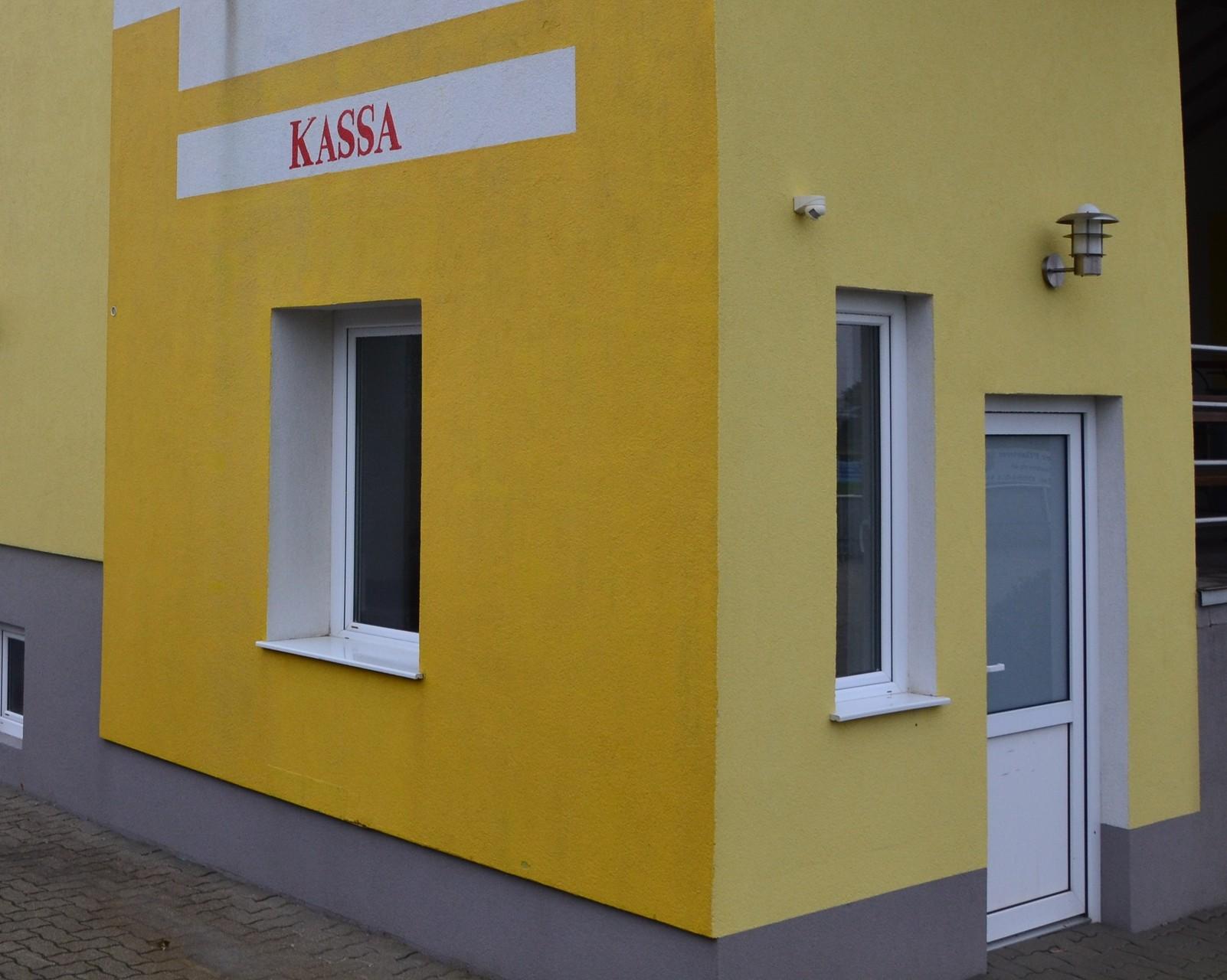 Fassadenreinigung im Kassenbereich (nachher)