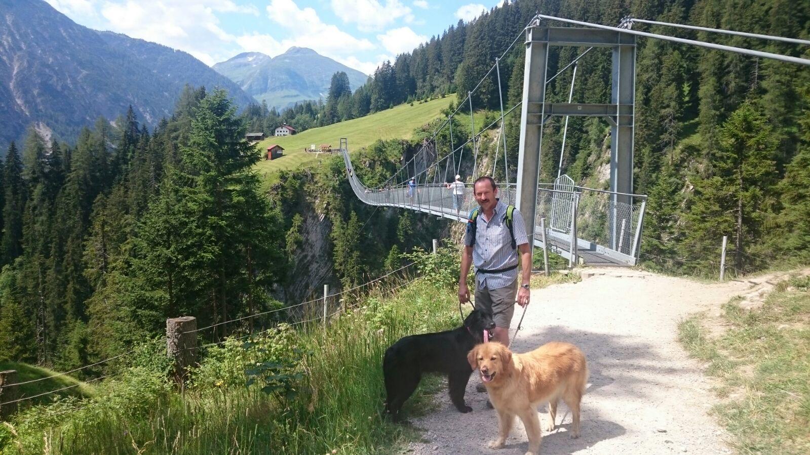 Im Lechtal überquerten wir die Holzgaubrücke