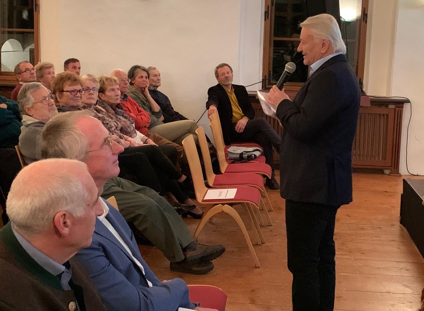 Obmann Manfred Schindlbauer begrüßt die Gäste