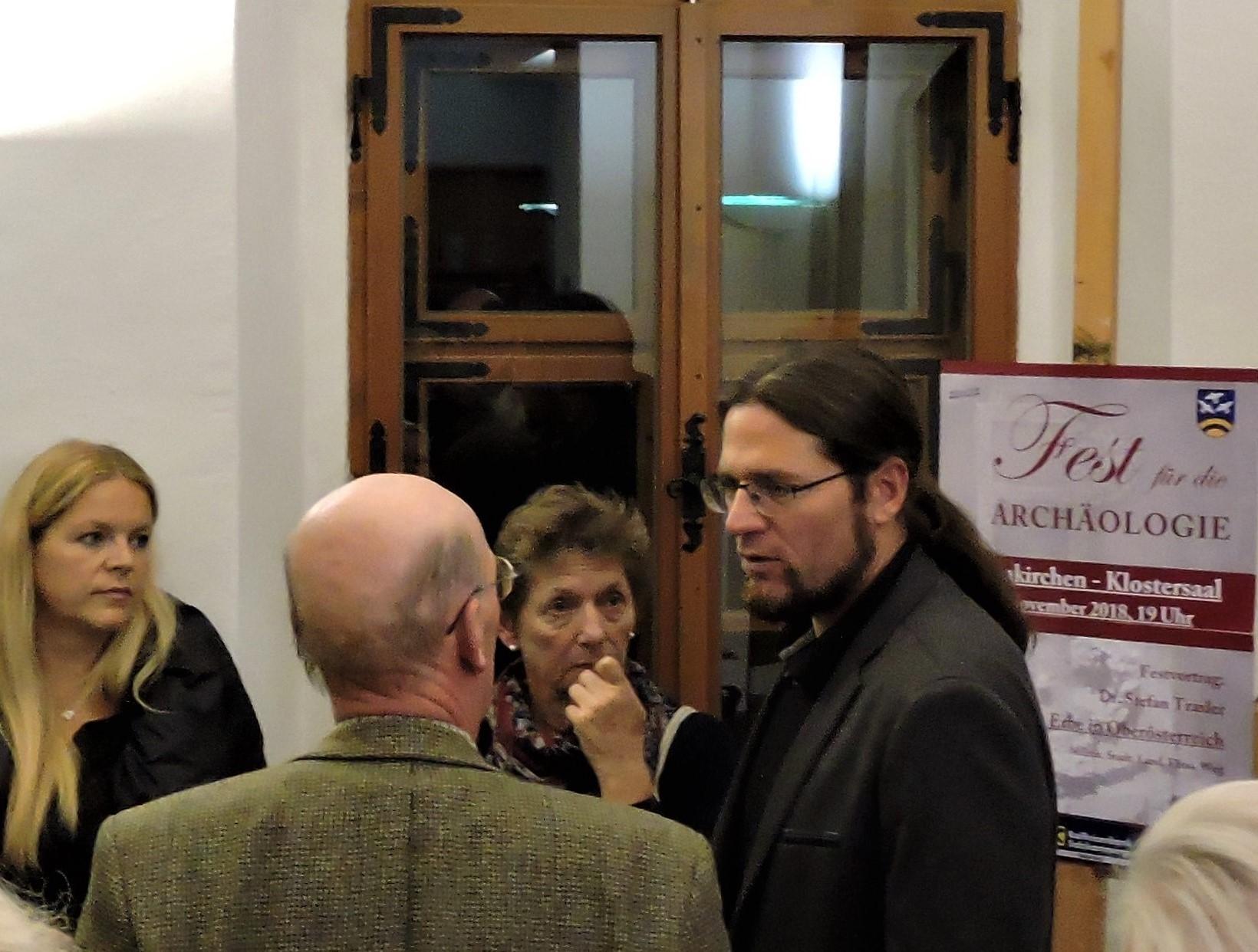 Dr. Traxler stand noch den ganzen Abend für Fragen zur Verfügung ©B. Bichler