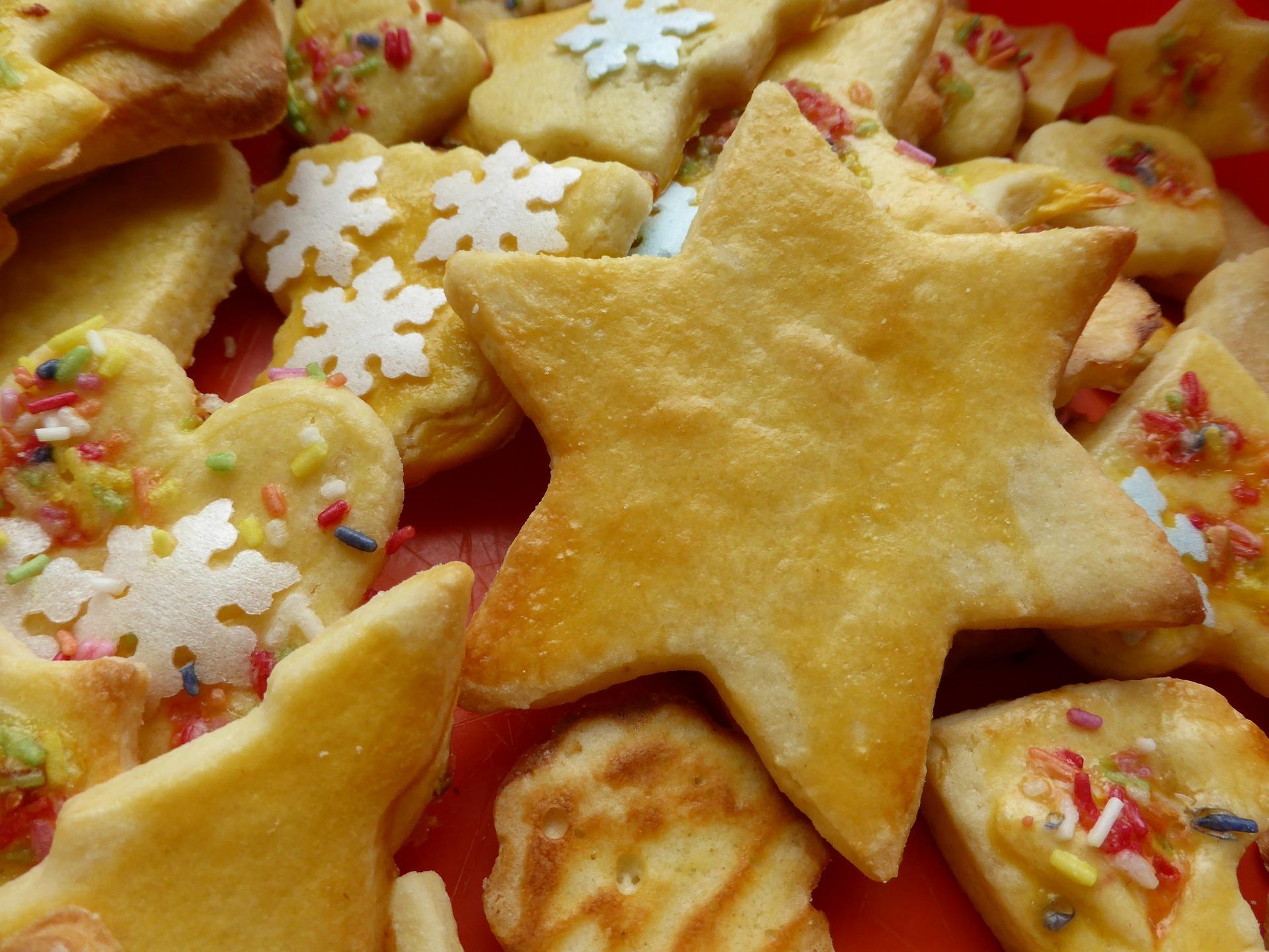 Jetzt beginnt die Plätzchenzeit, auch in unseren Deutschkursen / Now, christmas cookie-time starts. Also in our German courses : )