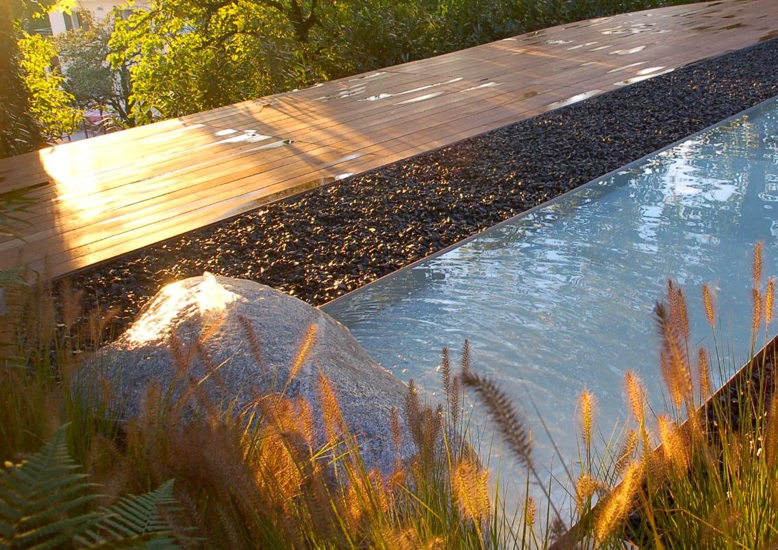 Quellstein mit Wasserbecken in Küsnacht
