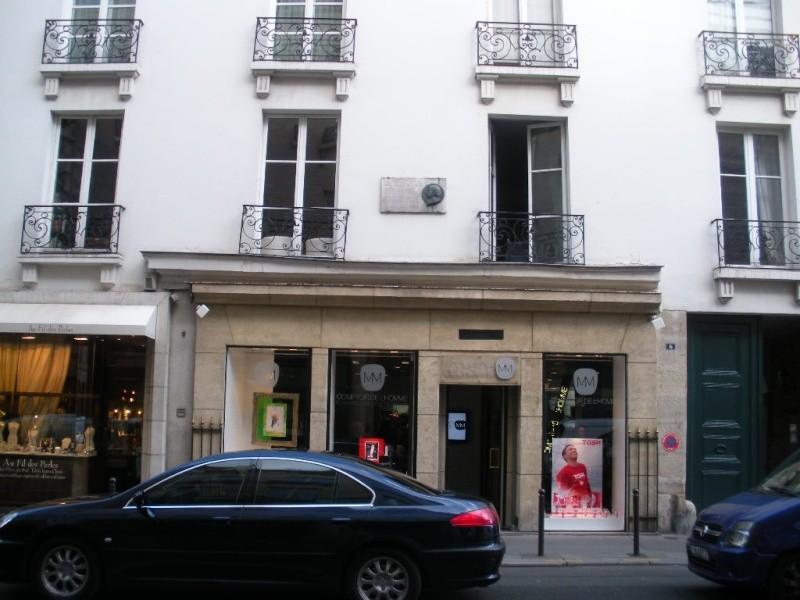 サンジェルマン デ プレの元老院に続くRue de Tournon