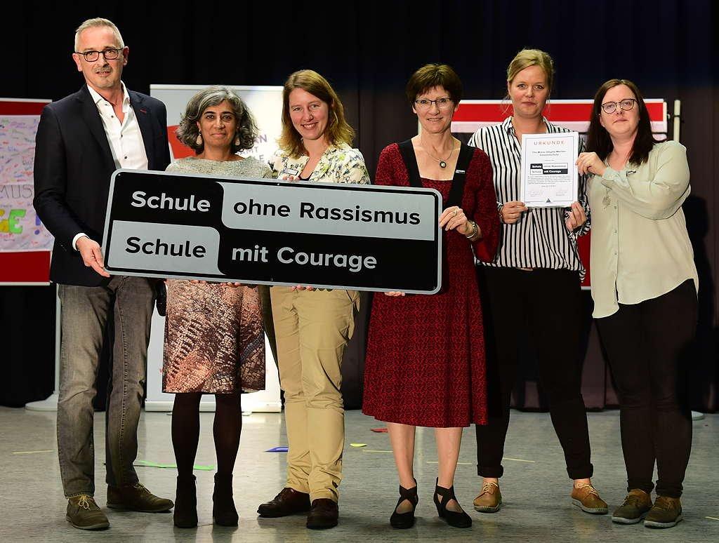 v.l. Dr. Werner Pfeil MdL, Fattaneh Afkhami, Julia Werner, Barbara Onkels, Julia Crasmöller, Anne Langer