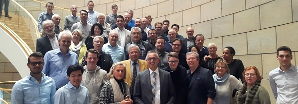 Gruppenfoto auf der Treppe im Landtag