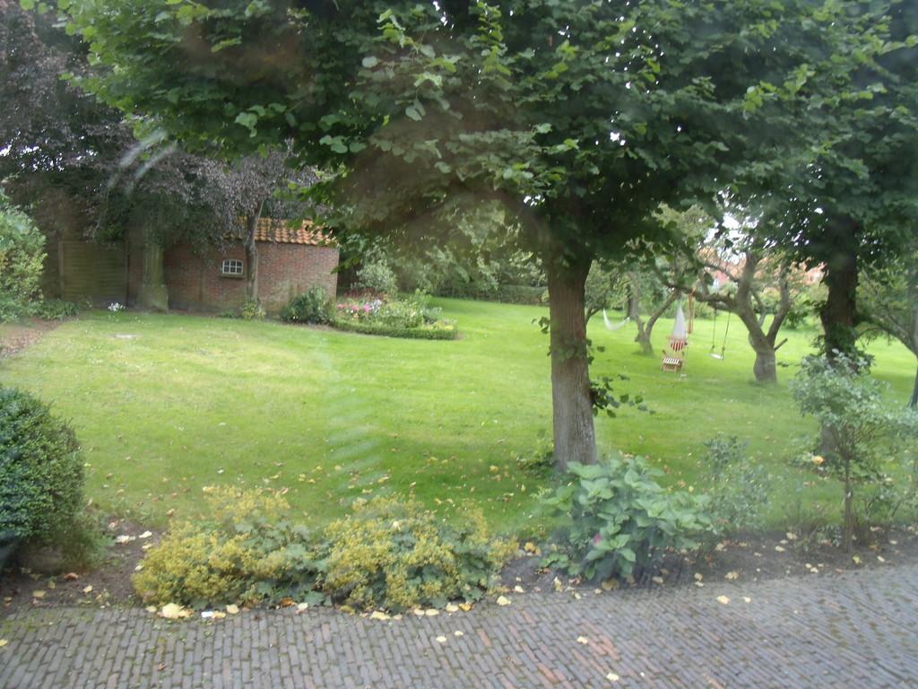 Hauptgarten mit vielen Spielmöglichkeiten.