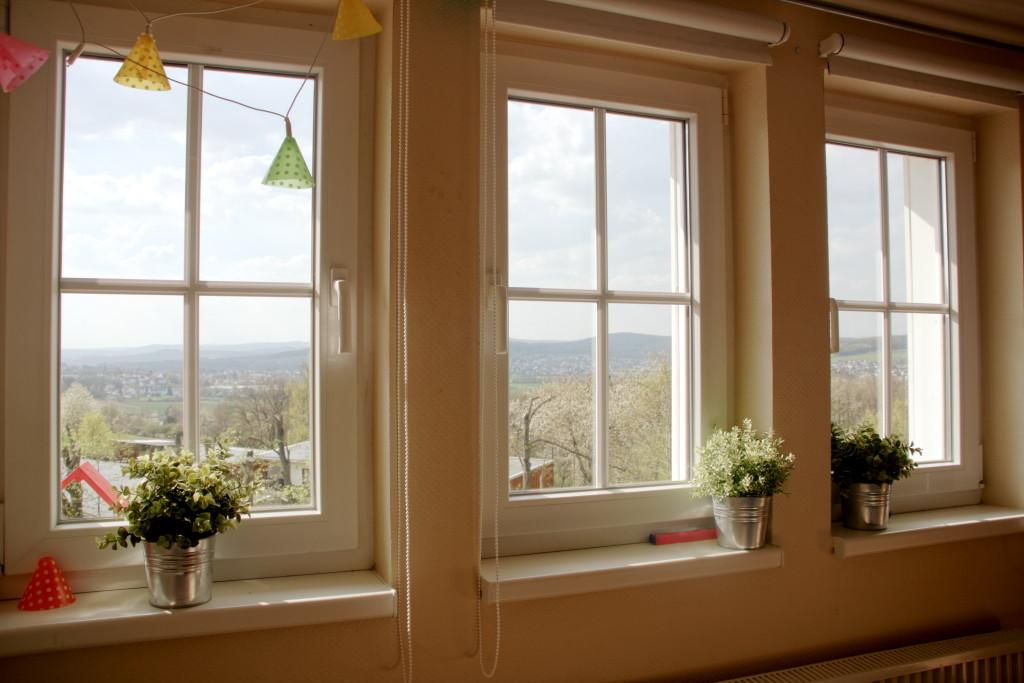 Kinderzimmer mit Blick auf den Garten und das Lahntal
