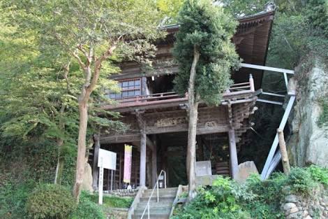 関東では珍しい懸造りの岩室観音