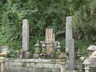 鎌倉・妙本寺の比企一族供養塔