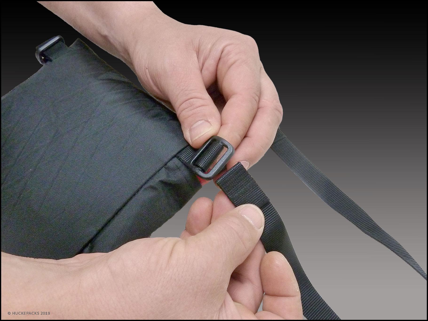2. Gurtband durch die erste Öffnung der Triglide-Schnalle führen
