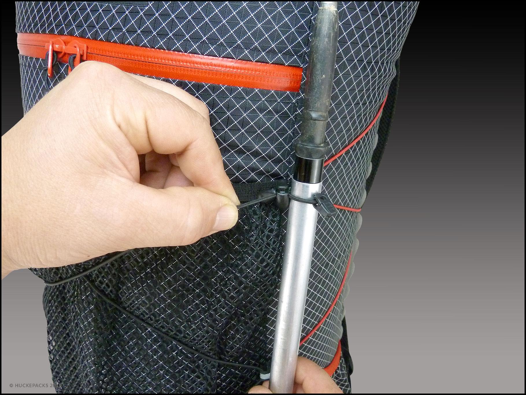 3. Pole durchschieben und festziehen
