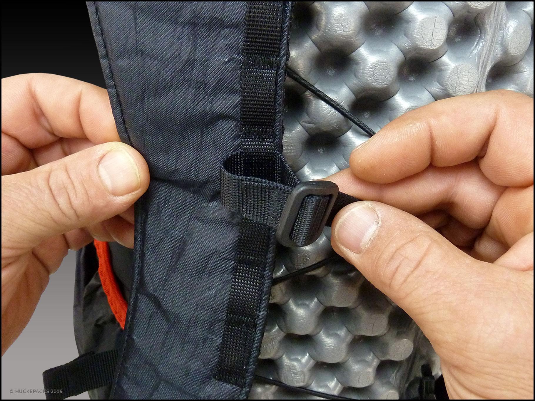 4. Durch die erste Öffnung der Triglide-Schnalle fädeln