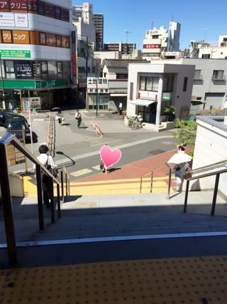 西新井駅 改札を出たら右へ  階段をおります