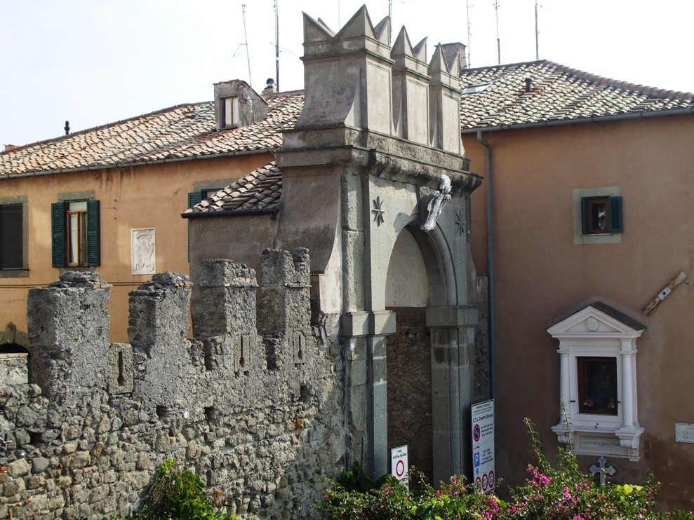 Ariccia, vista su porta napoletana.