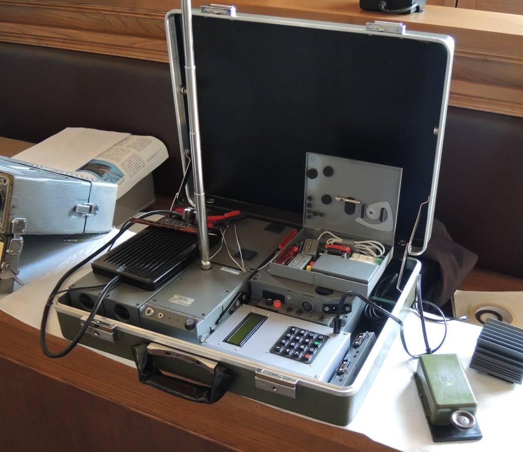 Radiovaligia P-353 del KGB e valigetta Gladio dell'Intelligence italiana - anni 80'