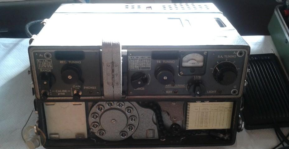 Radiovaligia P-353 del KGB con compattatore a nastro magnetico, particolare – URSS 1973