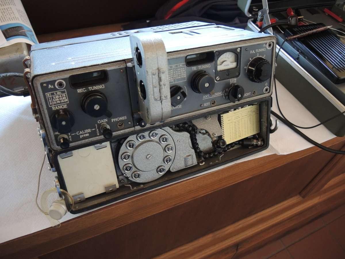 Radiovaligia P-353 del KGB con compattatore a nastro magnetico – URSS 1973