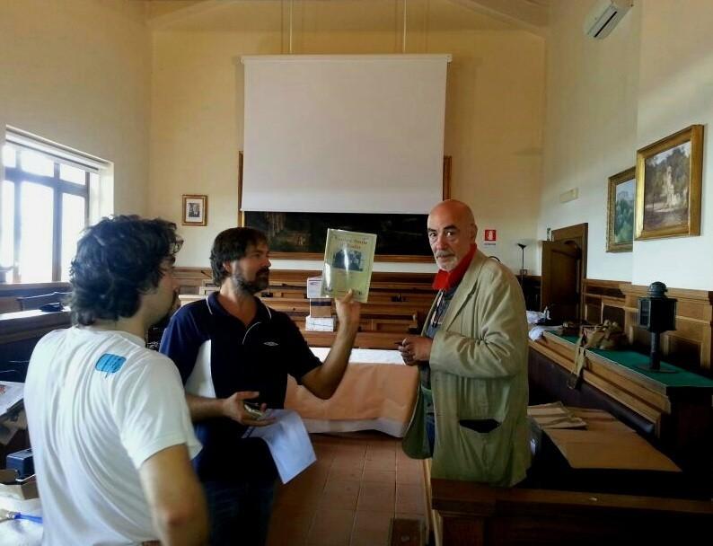 L'allestimento della sala - Claudio IZ0WAW, Claudio IZ0KRC e Francesco IK0YQJ all'apertura dei pacchi