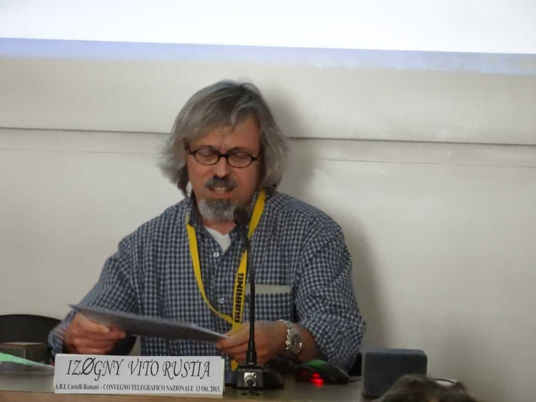 Vito IZ0GNY durante il suo intervento sugli aspetti tecnici della telegrafia via filo