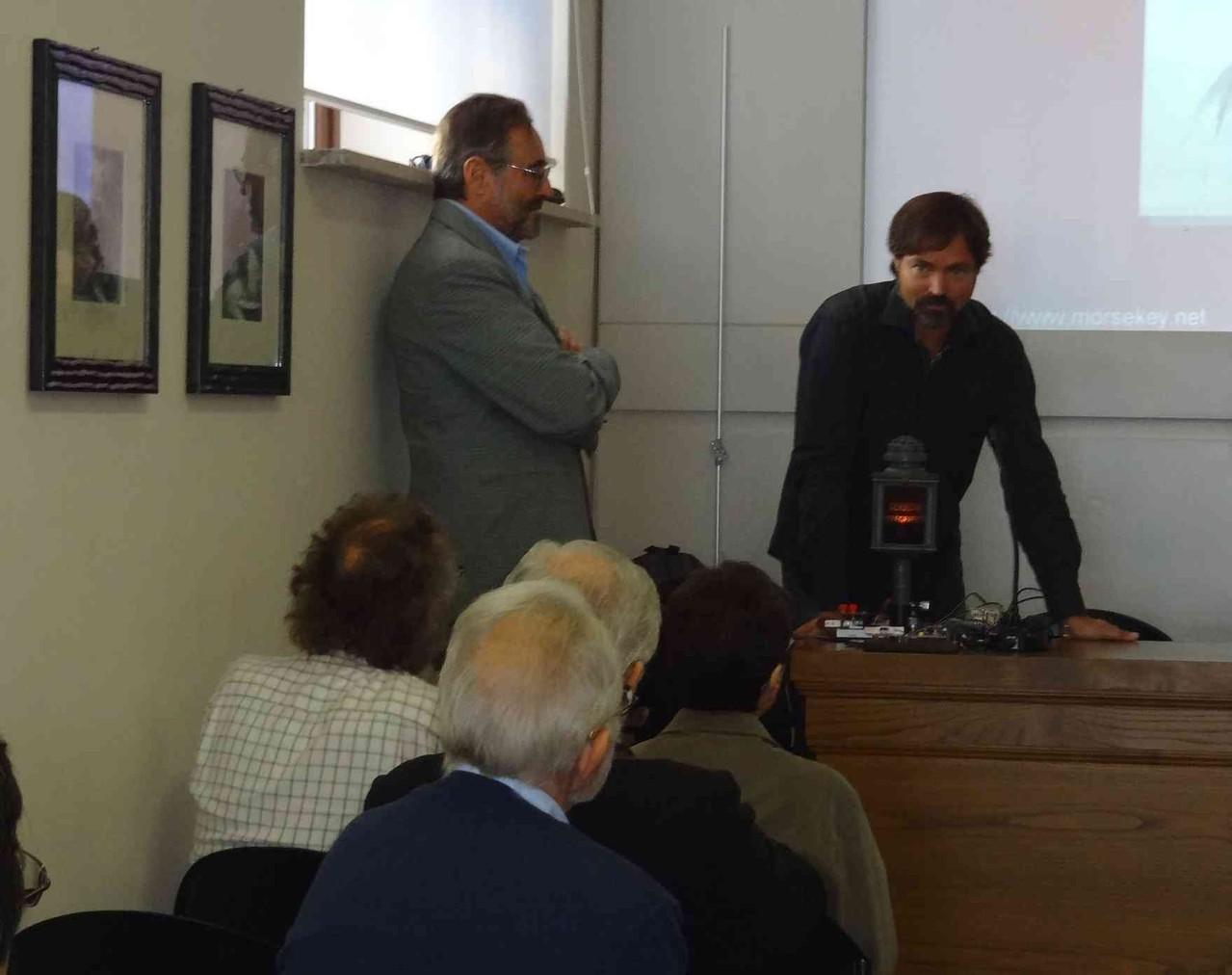 Claudio IZ0KRC, Presidente della Sezione ARI Castelli Romani, all'apertura del Convegno