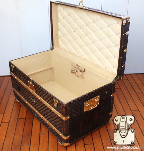 trunk courrier louis vuitton inside