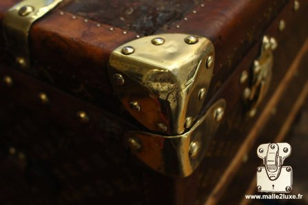 Louis Vuitton old trunk corners