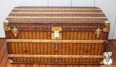 Comment reconnaitre une malle courrier Louis Vuitton ? Contrairement a la malle cabine, la malle courrier est plus haute, elle est conçu pour les voyages long court.