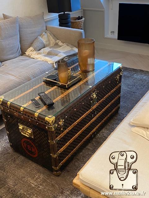 Malle Louis Vuitton decoration table basse salon