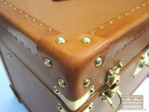 la malle en coin the leather corner trunk Louis Vuitton