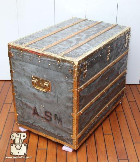 side trunk in zinc vuitton