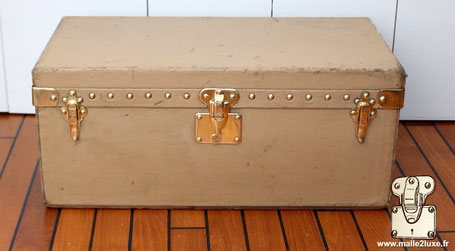 old Louis Vuitton beige automobile trunk