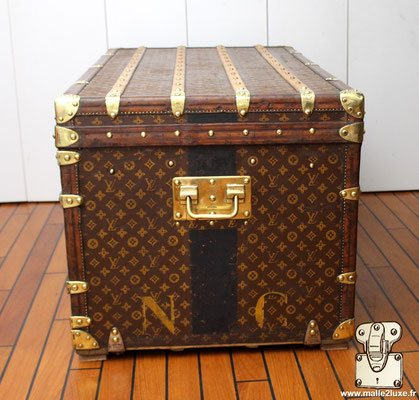 enorme malle courrier vuitton