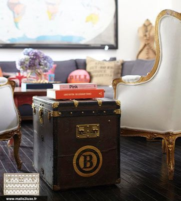 5 / AT THE END OF THE PEDESTAL SOFA vuitton Louis trunk